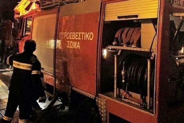 Φωτιά σε κτίριο στο κέντρο της Αθήνας (photo)