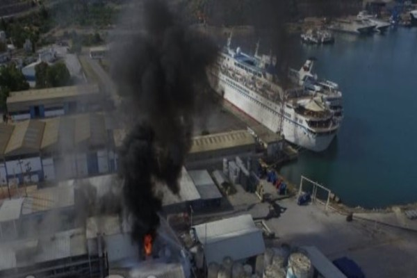 Συναγερμός στη Χαλκίδα: Φωτιά ξέσπασε σε εργοστάσιο