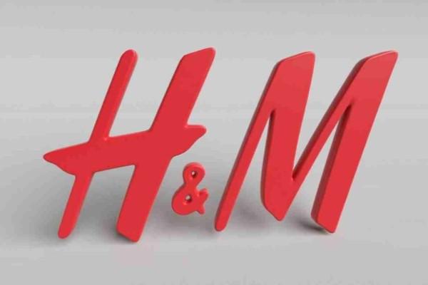 H&M: Η λευκή αέρινη φούστα που κρύβει τις ατέλειες και την λάτρεψαν όλες - Κοστίζει μόνο 19 ευρώ