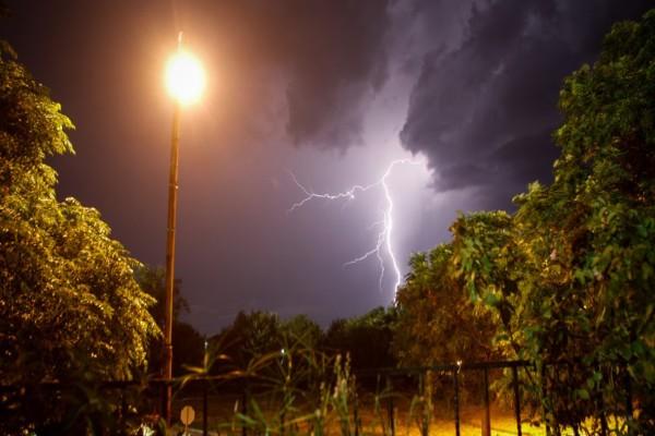 Καιρός: «Τρέλα» με καταιγίδες στην Αττική - Άστατες συνθήκες την Τρίτη (26/5)