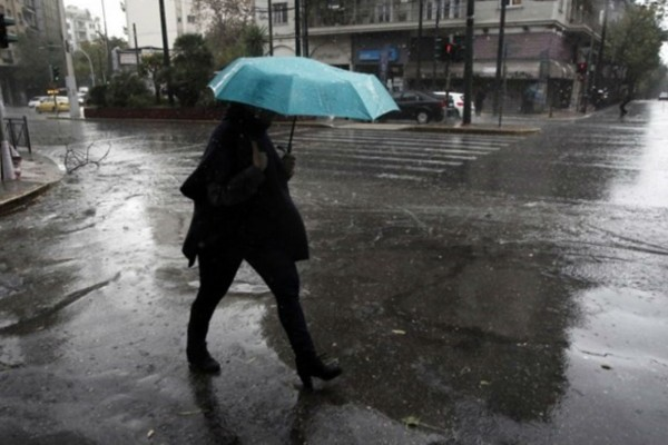 Καιρός: Άστατος με βροχές και καταιγίδες - Πού θα είναι έντονα τα φαινόμενα