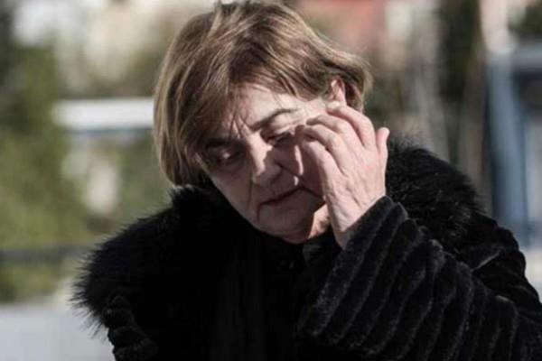 Κατέρρευσε η μητέρα της Ελένης Τοπαλούδη (Video)