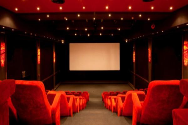 Άρση μέτρων: Σκέφτεται να ανοίξει νωρίτερα γυμναστήρια και κινηματογράφους η Κυβέρνηση