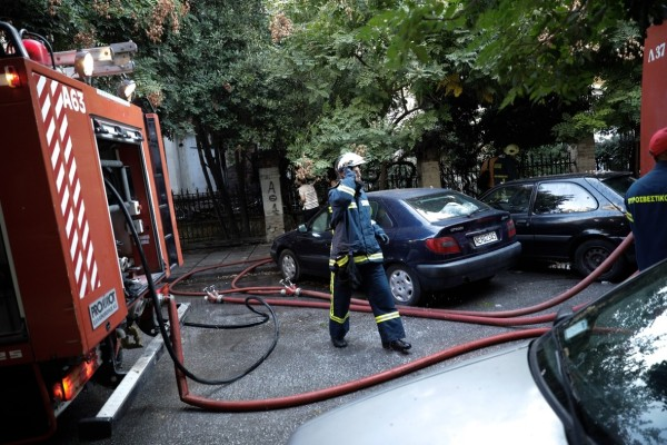 Φωτιά κοντά σε σπίτια στον Κορυδαλλό