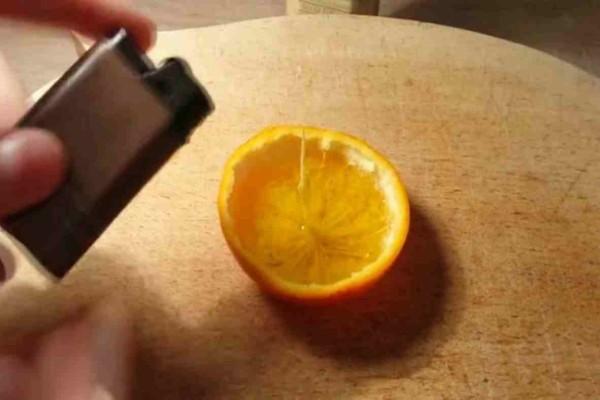 Μέσα σε μια φλούδα πορτοκάλι έριξε σταγόνες από ελαιόλαδο - Τον λόγο θα τον λατρέψετε