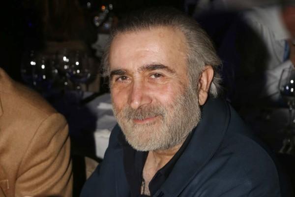 Άλλος άνθρωπος ο Λάκης Λαζόπουλος - Εμφανίστηκε με μουστάκι και...