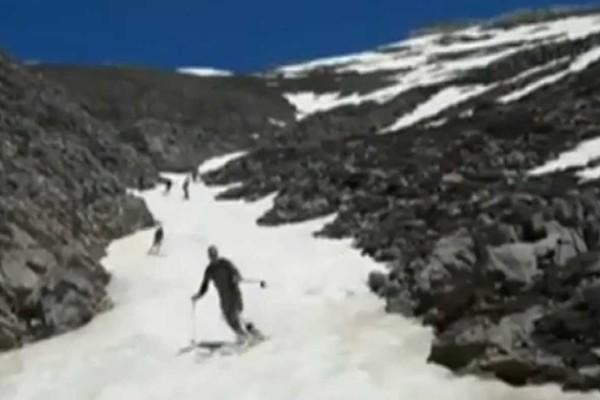 Σκι... με βερμούδα και κοντομάνικα στα Λευκά Όρη (video)