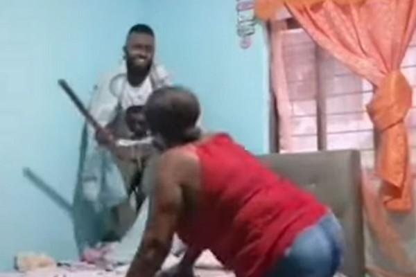 Μητέρα μπήκε ξαφνικά στο δωμάτιο του γιου της και έπαθε σοκ μόλις τον είδε να... (Video)