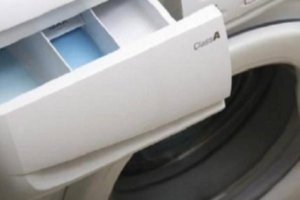 Πλυντήριο ρούχων: Έτσι θα καθαρίσετε τη μούχλα από το συρτάρι απορρυπαντικού