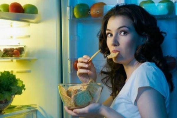 Προσοχή κίνδυνος: Τρώτε αργά το βράδυ; Μπορεί να βλάπτετε την υγεία σας
