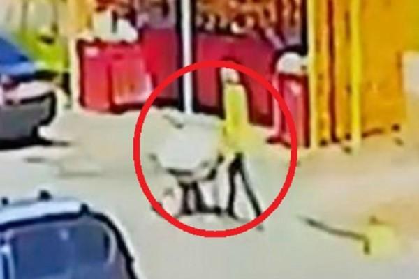 26χρονος σκότωσε την 24χρονη αρραβωνιαστικιά του και περιέφερε το πτώμα με καρότσι στους δρόμους - Κάμερες ασφαλείας κατέγραψαν την μακάβρια βόλτα του (Video)