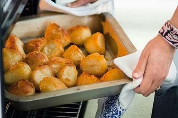 Τέλειες πατάτες φούρνου τραγανές σαν τηγανιτές με ένα απλό κολπάκι!
