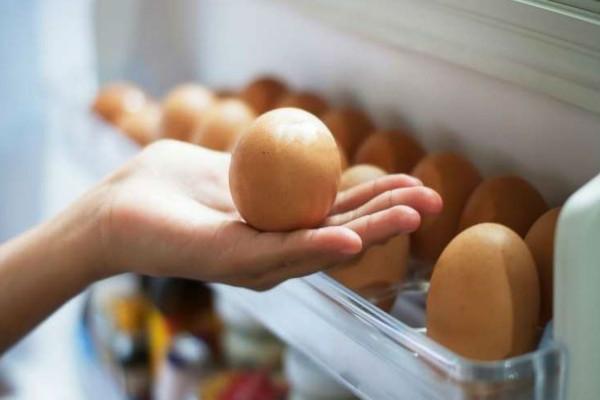 Αν βάζετε τα αυγά σας στο ψυγείο μην το ξανακάνετε ποτέ!