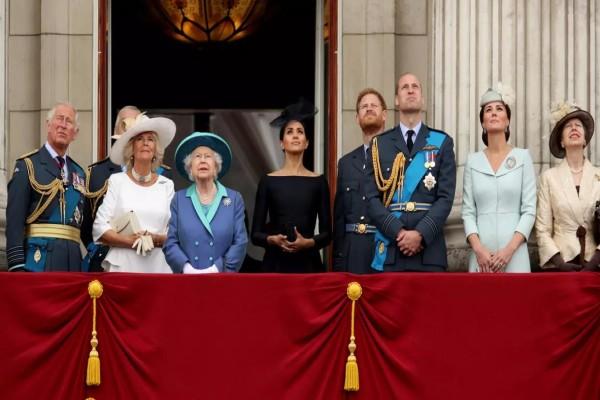Το Buckingham θυμήθηκε τη Μέγκαν Μαρκλ και τον Πρίγκιπα Χάρι - Οι χαρμόσυνες ευχές του