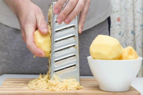 Περνάτε την πατάτα από τον τρίφτη; Δείτε το μυστικό που αγνοούσατε έως τώρα