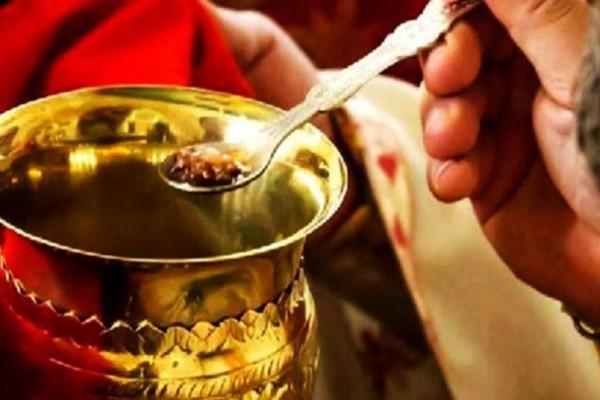 «Η Θεία Κοινωνία προφυλάσσει την υγεία, δεν φέρνει τον κορωνοϊό» - Ελληνίδα λοιμωξιολόγος... προτείνει τη λύση