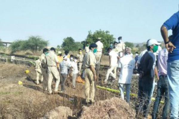 Φρικτό δυστύχημα: Τρένο συνέθλιψε 14 ανθρώπους (photo)