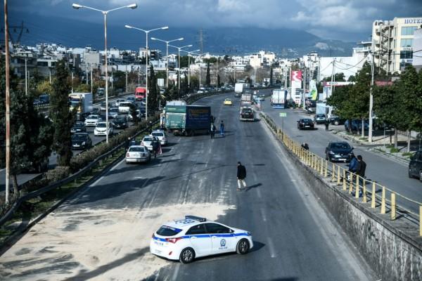 Αδιανόητη καραμπόλα στην Αθηνών-Λαμίας - Ένας τραυματίας στην Νέα Φιλαδέλφεια