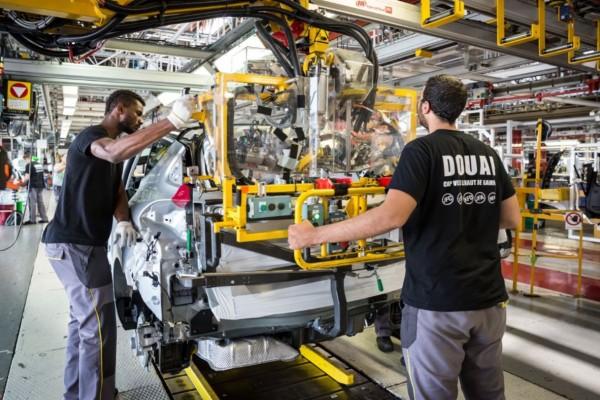 Στα «τάρταρα» η Renault: Προχωρά σε σειρά απολύσεων και κλεισίματος εργοστασίων