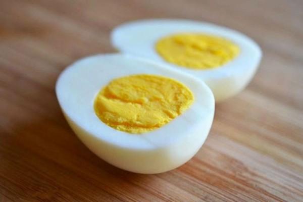 Αν τρώτε τα βραστά αυγά σας σφιχτά, τότε σταματήστε το αμέσως!