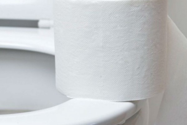 Βάζετε χαρτί υγείας στο κάθισμα της τουαλέτας; Σταματήστε αμέσως!