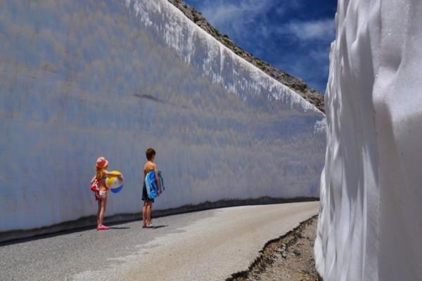 Πήγαιναν στην παραλία και κατέληξαν στα...χιόνια - Η φωτογραφία από την Κρήτη που έγινε viral