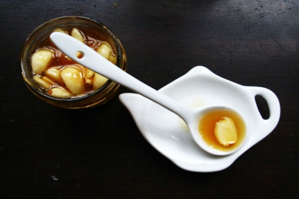 Φάε σκόρδο και μέλι με άδειο στομάχι για 7 μέρες και δες τι θα συμβεί στο σώμα σου!