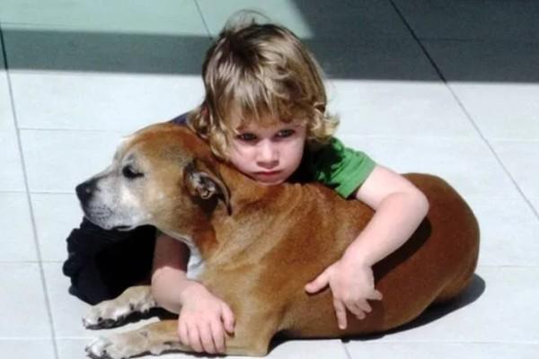 Είπαν σε ένα 6χρονο παιδί ότι ο σκύλος του θα πεθάνει. Η αντίδρασή του; Συγκλονιστική