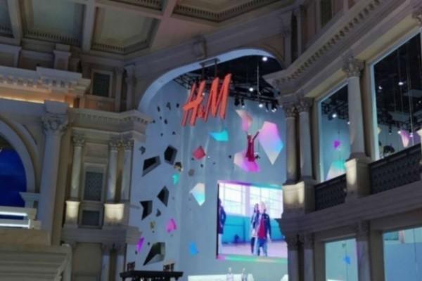 Η&Μ summer sales: Το φόρεμα που πρέπει σίγουρα να έχεις στην ντουλάπα σου κοστίζει μόλις 10,99€