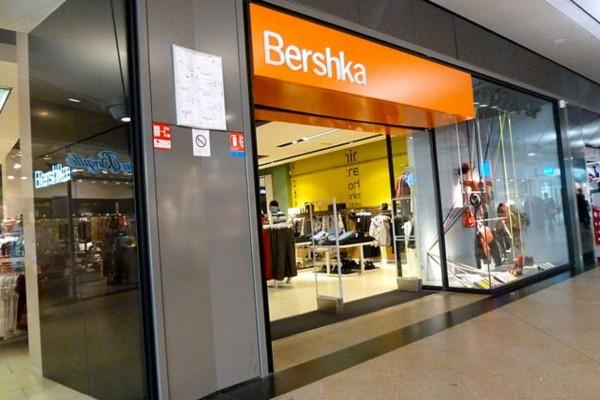 Bershka: H best seller φλοράλ ολόσωμη φόρμα που έχουν λατρέψει όλες οι γυναίκες!