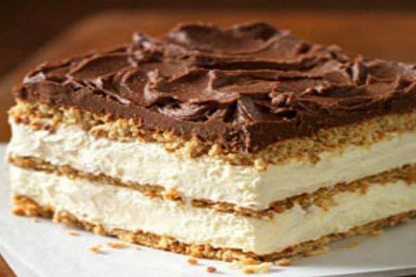 Γλυκό ψυγείου με ανάλαφρη κρέμα και γλάσο σοκολάτας