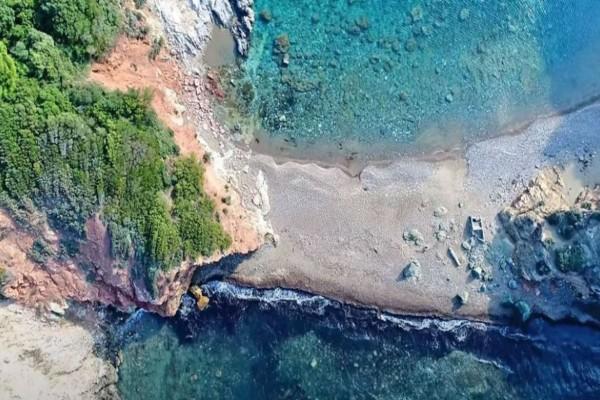 Η άγνωστη, μαγευτική παραλία της Εύβοιας που πρέπει να επισκεφθείς - Μια ανάσα από την Αθήνα