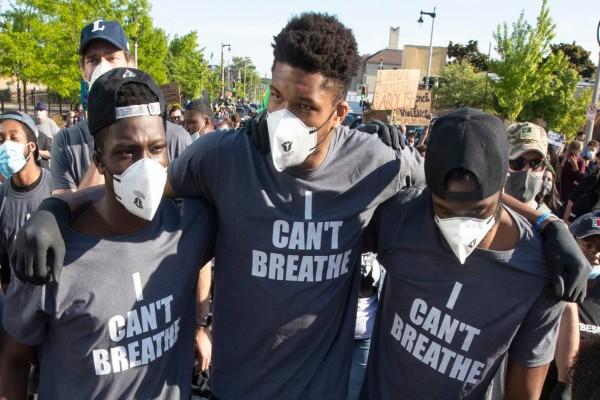 ΗΠΑ: «Λαοθάλασσα» στις διαδηλώσεις για τον Τζορτζ Φλόιντ - Παρόντες τα αδέλφια Αντετοκούνμπο
