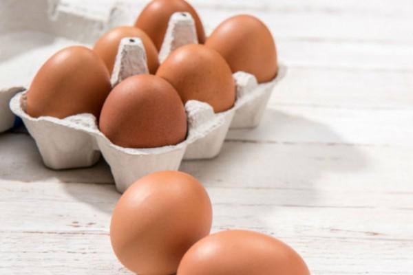 Αγόρασε αυγά από το σούπερ μάρκετ και αντίκρισε... Συμβαίνει μια φορά στα 25.000.000