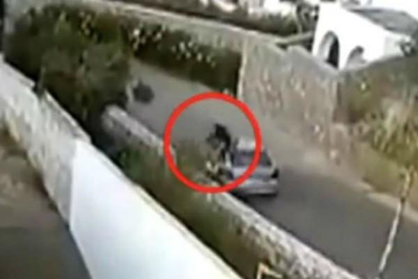 Σοκάρει βίντεο-ντοκουμέντο: Αυτοκίνητο «θέρισε» οδηγό μηχανής στην Κρήτη