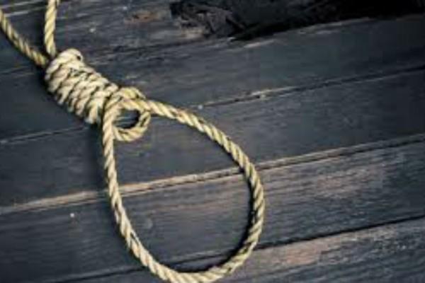 60χρονος βρέθηκε κρεμασμένος στην αυλή του - Τραγωδία στην Ηλεία