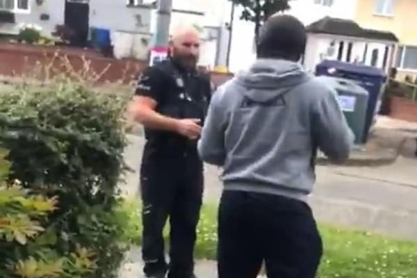 Απίστευτο: Αστυνομικοί σταμάτησαν ζευγάρι μαύρων επειδή... οδηγούσαν αμάξι