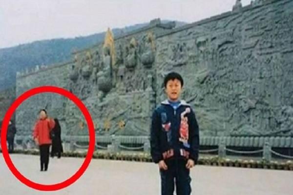 Η φωτογραφία με το 14χρονο αγοράκι που αναστάτωσε ολόκληρο το διαδίκτυο: Δείτε γιατί!