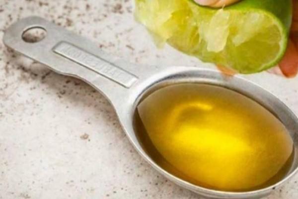 Στύψτε 1 λεμόνι σε μια κουταλιά ελαιόλαδο και δεν θα σταματήσετε ποτέ την χρήση του!