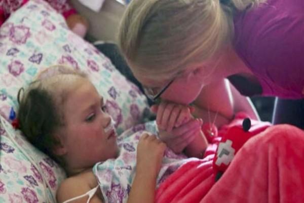 4χρονη ήταν ετοιμοθάνατη με τους γονείς να ήταν έτοιμοι να την αποχαιρετήσουν - Τότε όμως τους είπε κάτι που τους έκανε να παγώσουν