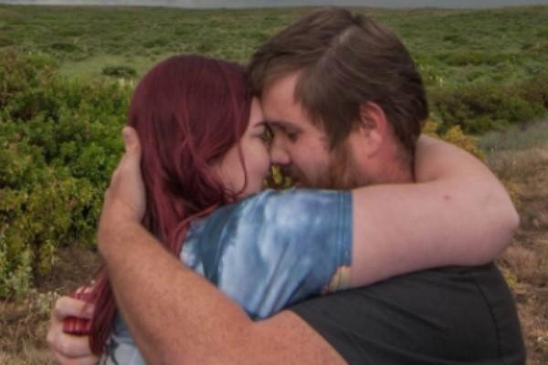 Αυτή η φωτογραφία από την πρόταση γάμου προκάλεσε χαμό - Παρατηρήστε τι κρύβεται στο φόντο της