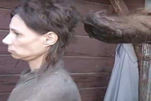 Σύγχρονη «Κωσταλέξι»: 42χρονη ήταν φυλακισμένη για 26 χρόνια - Έτρωγε γατοτροφή και μπαγιάτικο ψωμί (Video)