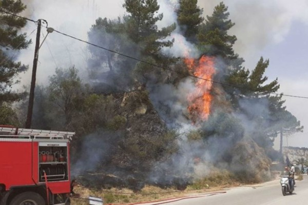 Φωτιά στη Ζάκυνθο: Βρίσκεται κοντά σε κατοικημένες περιοχές