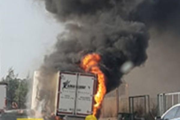 Φωτιά σε φορτηγό στην Εθνική Αθηνών – Λαμίας
