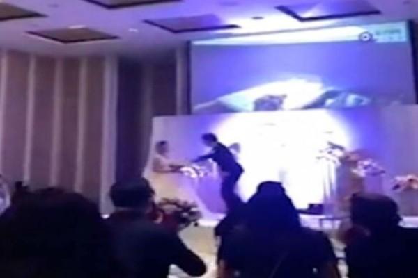 Ο γαμπρός έφτιαξε για την ημέρα του γάμου του ένα βίντεο για τη νύφη - Μόλις άρχισε να παίζει στη δεξίωση πάγωσαν όλοι