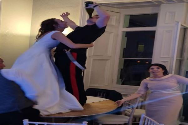 Ο κουμπάρος έριξε μπουνιά στη νύφη και ούρλιαζε πως αυτός ο γάμος είναι...