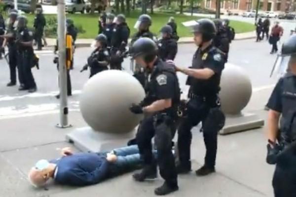 Άφησαν 75χρονο αιμόφυρτο στο έδαφος - Νέο κρούσμα αστυνομικής βίας (Video)