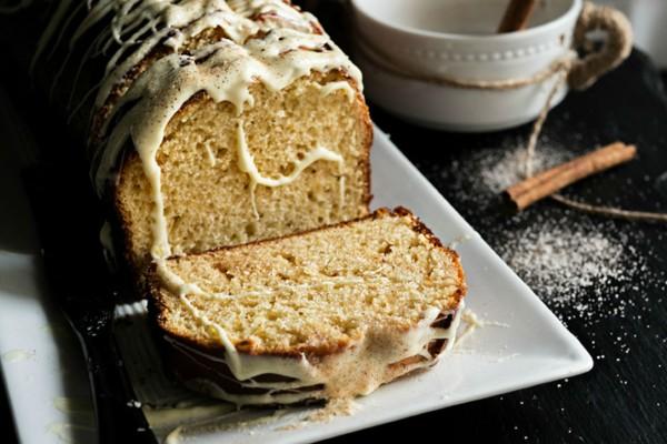 Λαχταριστό κέικ μελιού με ζαχαρούχο γάλα