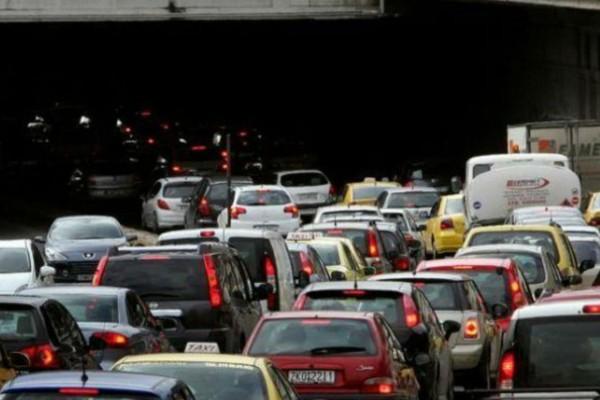 «Κόλαση» στην Αθήνα:  Μποτιλιάρισμα μετά από τροχαίο στην Κατεχάκη - Ποιους δρόμους να αποφύγετε (photo)