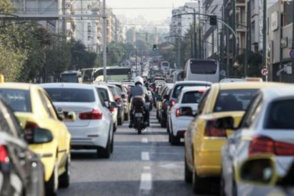 Κυκλοφοριακό κομφούζιο: Πού έχει κίνηση και μποτιλιάρισμα - Πού εντοπίζονται τα μεγαλύτερα προβλήματα (photo)